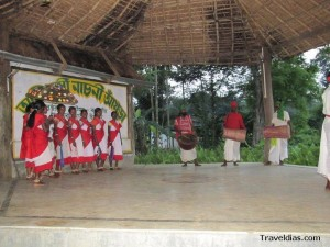 Gorumara Santhal dance